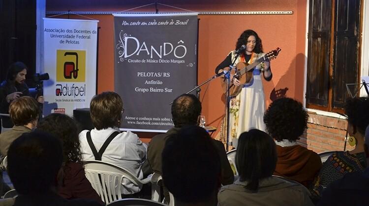 Katia Teixeira no projeto Dandô em 2015.