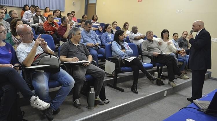 Palestra sobre a auditoria cidadã da dívida com Amauri Perusso em 2016.