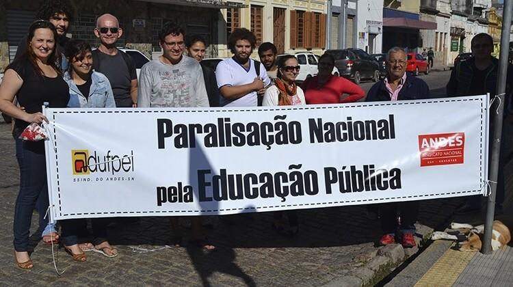 Paralisação nacional da educação pública em 2015.