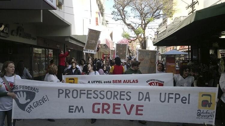 Passeata de greve em 2012.