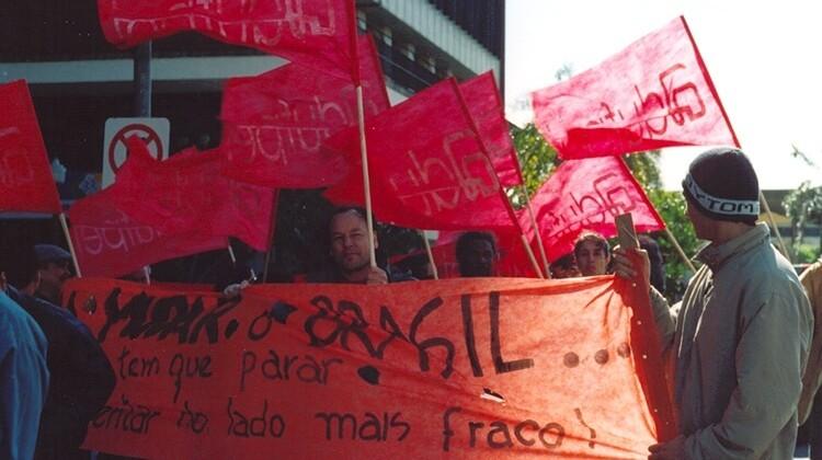 Passeata em Porto Alegre contra a  reforma da previdência em 2005.