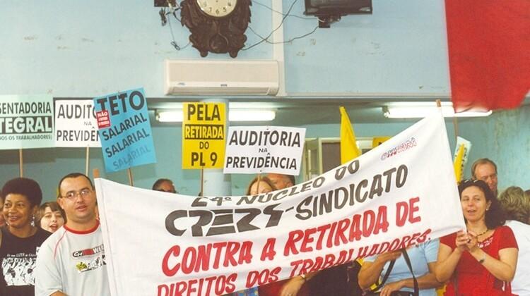 Sessão especial na Câmara dos Vereadores em razão do PL9-11 em 2005.